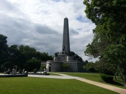 ‪Lincoln Tomb & War Memorials‬