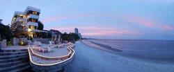 Nern Chalet Beachfront Hotel