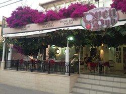 Oven Pub at Konstantina Apartments
