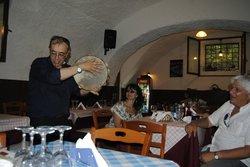 Momento folcloristico con altri clienti spagnoli