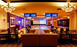 High Rollers Luxury Lanes & Lounge