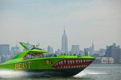‪The BEAST Speedboat Ride‬