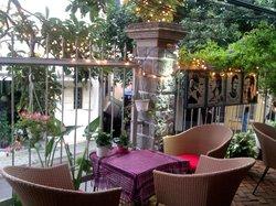 13 Cafe-Bar