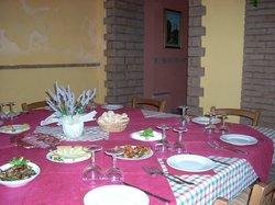 Tavolo con parte degli antipasti