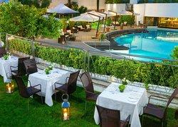 AQVI Restaurant Pool Deck