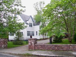 Hill Road Manor Bed & Breakfast