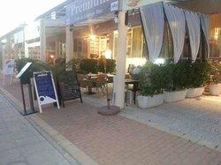 Premium Cafe & Lounge Bar