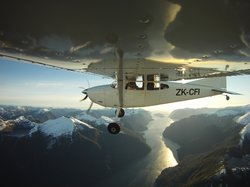 Fly Fiordland