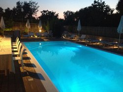 The evening by the pool