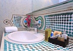 Mosaic bathroom - One Bedroom Deluxe Suite