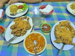 Ayam Goreng NY. Suharti