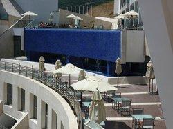 Vistas de la terraza desayuna y piscina desde terraza habitación