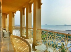 king deluxe with sea view and balcony (balcony)