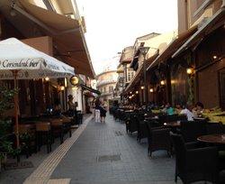 Une Rue de Bars Sympas