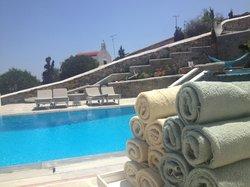 Leonis Summer Houses Pool
