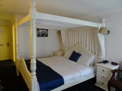 Large Four Poster  Bed