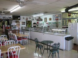 Daddy Dee's Ice Cream Parlor