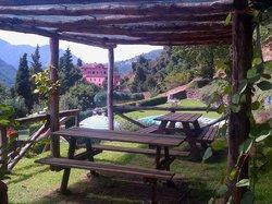 Vista dall'area ristorazione sopra la piscina