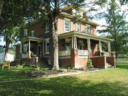 Locust Hill Inn, Cabin & Restaurant
