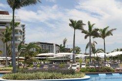 Grand Luxxe pool area
