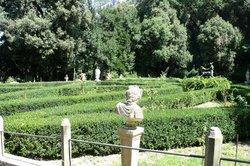 Villa d'Ayala-Valva e Giardini