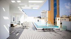 Roof top pool (74036339)