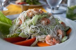 Rice noodles with shrimp and cucumber