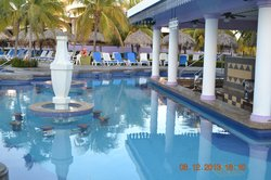 swim up bar and booths
