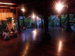 Olop Iyengar Yoga Studio