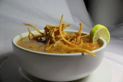 ¡Sopa de lima! Tradicional, deliciosa y calientita. Con el cítrico de la región e innigualable s