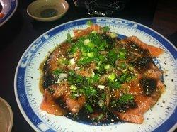 Sashimi de salmão com teriaki