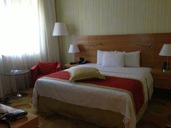 Bedroom - Kingsize bed