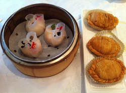 Shrimp & scallop dumpling and abalone & seafood puff pastry