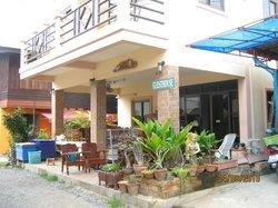 Khru Pom Guest House