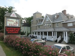 Harbourview Inn & Suites