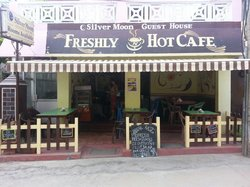 ‪Freshly 'n' Hot Cafe‬