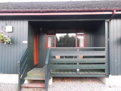 Outside 1-bed lodge