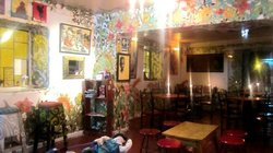simplemente laggart (lagarto  cafe,galeria de arte)