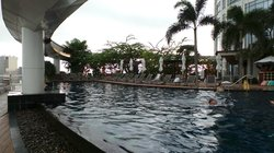 游泳池,其实不大。