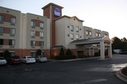 Huntersville Inn & Suites