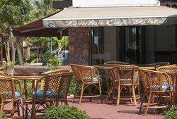 London Garden Bar and Restaurant