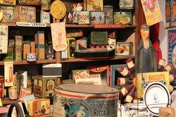 Musee des Arts, Metiers Et Commerces