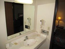 Budget Motel: bathroom