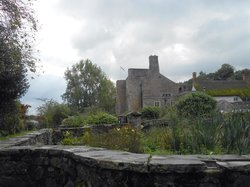 BICKLEIGH CASTLE - EARLY LIGHT