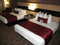 BEST WESTERN PLUS Kootenai River Inn: room with beds