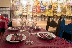 Escenario tablao Flamenco Villa-Rosa desde una de las mesas principales