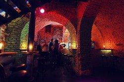 Black Gallery Pub, Beer Garden and Food