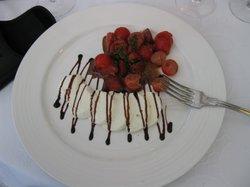 Vorspeise Mozarella mit Erdbeeren