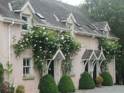 Riverrun House and Cottages