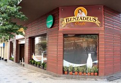 Benzadeus Café